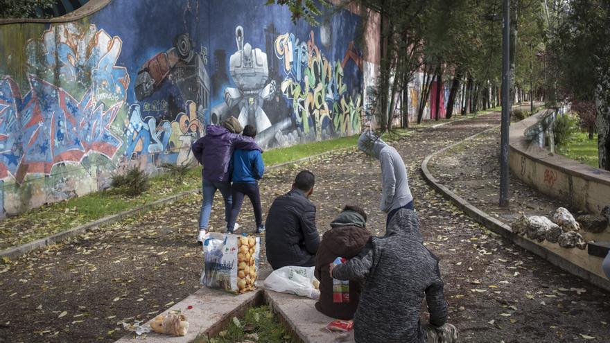 El grupo de menores migrantes tutelados que vive en un parque de Madrid | Pedro Armestre/Save the Children