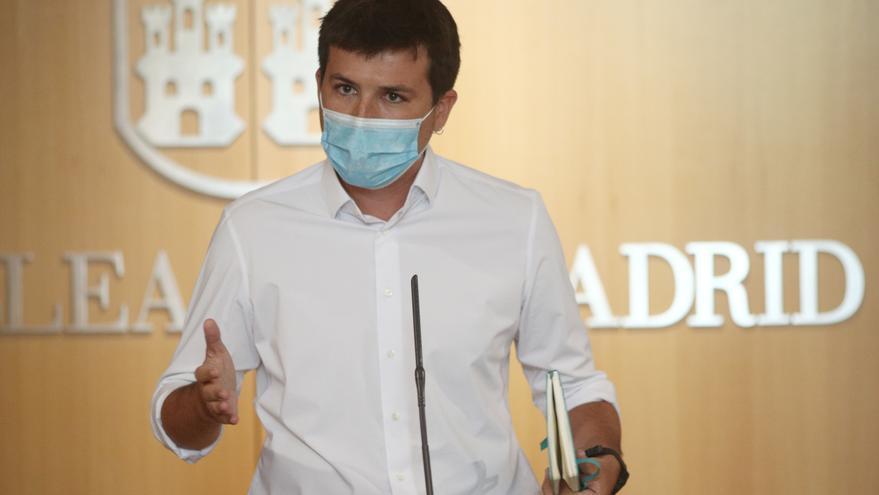 El portavoz de MásMadrid en la Asamblea de la Comunidad de Madrid, Pablo Gómez Perpinyà, ofrece una rueda de prensa tras la primera jornada del debate del Estado de la Región, en Madrid (España), a 14 de septiembre de 2020. Se trata del primer Debate del