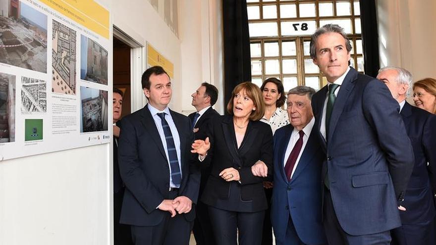 El ministro de Fomento pone la primera piedra del Teatro Cervantes en Madrid