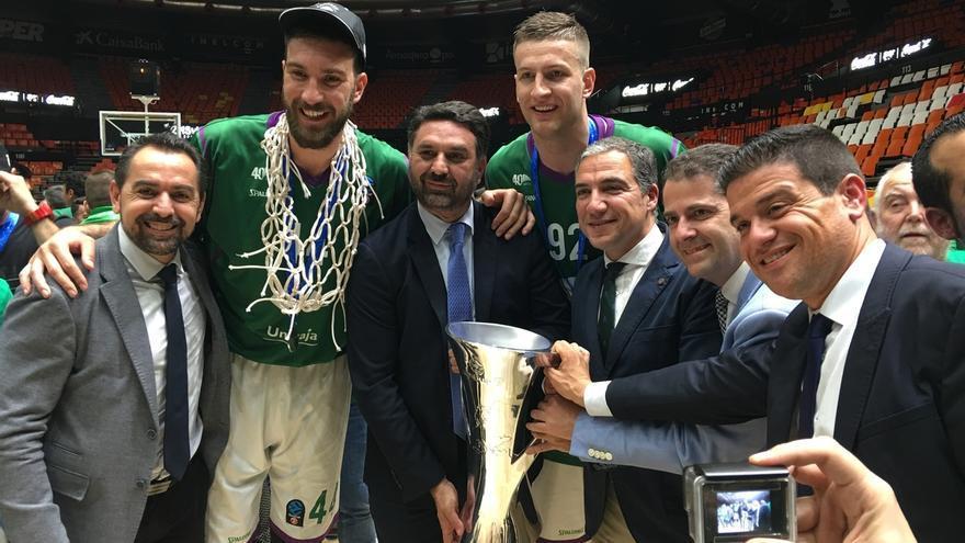 Fernández felicita al Unicaja Baloncesto por el título de campeón de la Eurocup