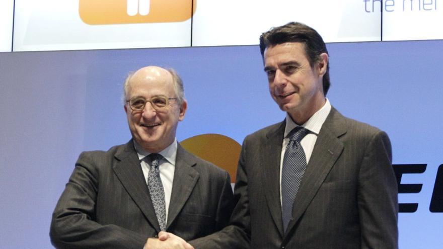 Antonio Brufau y José Manuel Soria. (EFE)