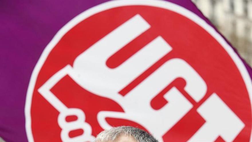 Álvarez (UGT) exige a Rajoy que concrete cuánto quiere subir pensión mínima