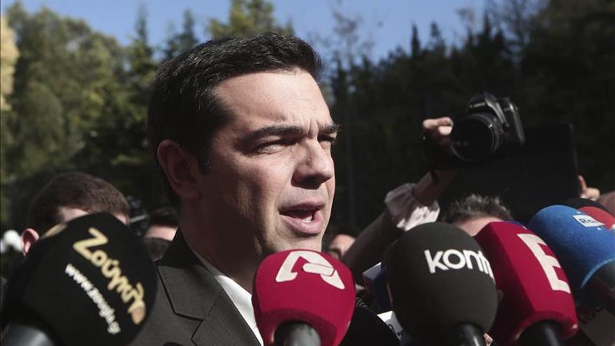 Syriza continúa en cabeza de todas las encuestas en Grecia