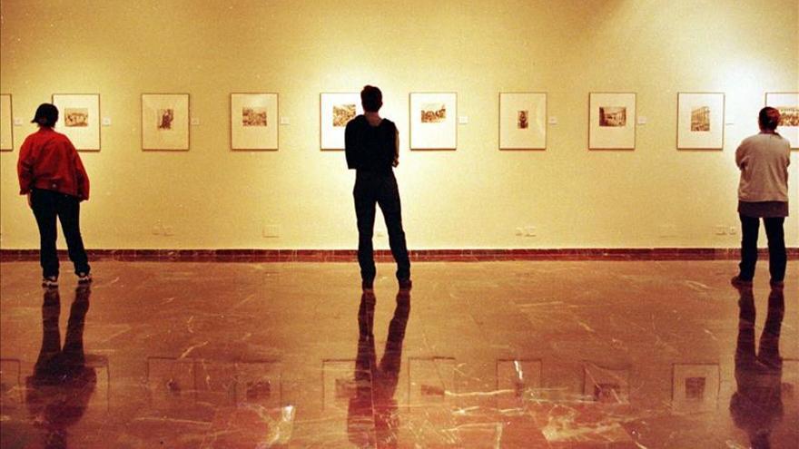 López Mondéjar dona al Centro del 27 nueve fotos donde aparece Salvador Rueda