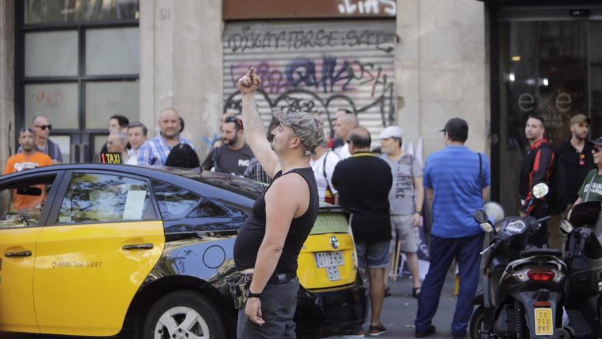 Un neonazi en una concentración xenófoba celebrada el viernes en Barcelona tras los atentados.