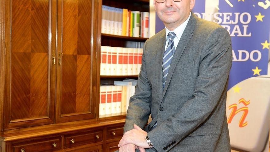 El presidente de los notarios pide humanizar la Ley Hipotecaria y más controles para evitar abusos