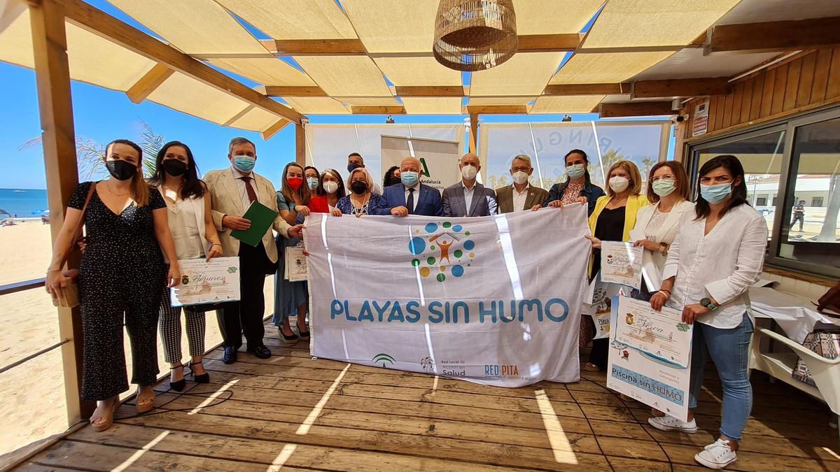 El consejero entrega en Huelva uno de los distintivos