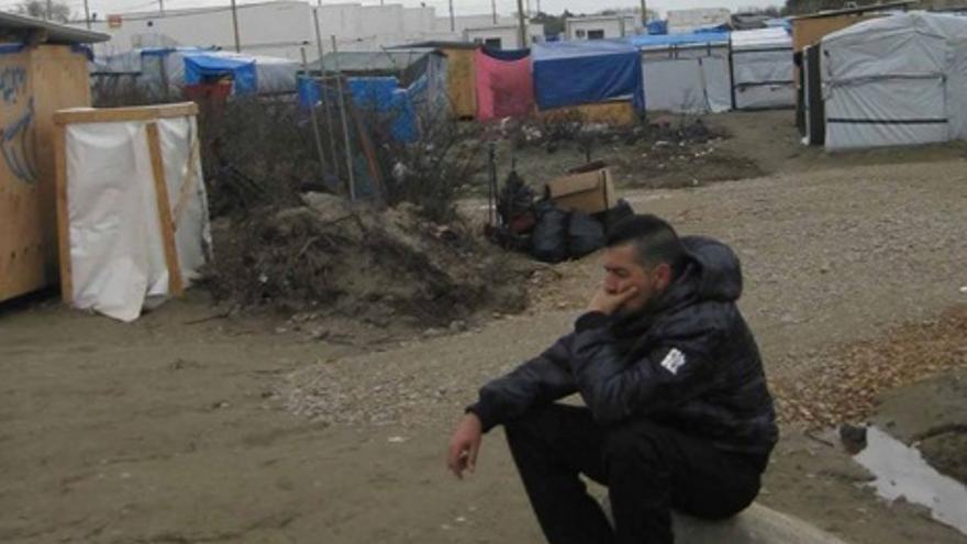 Diego, voluntario de los Campamentos Dignidad, en la Jungla de Calais