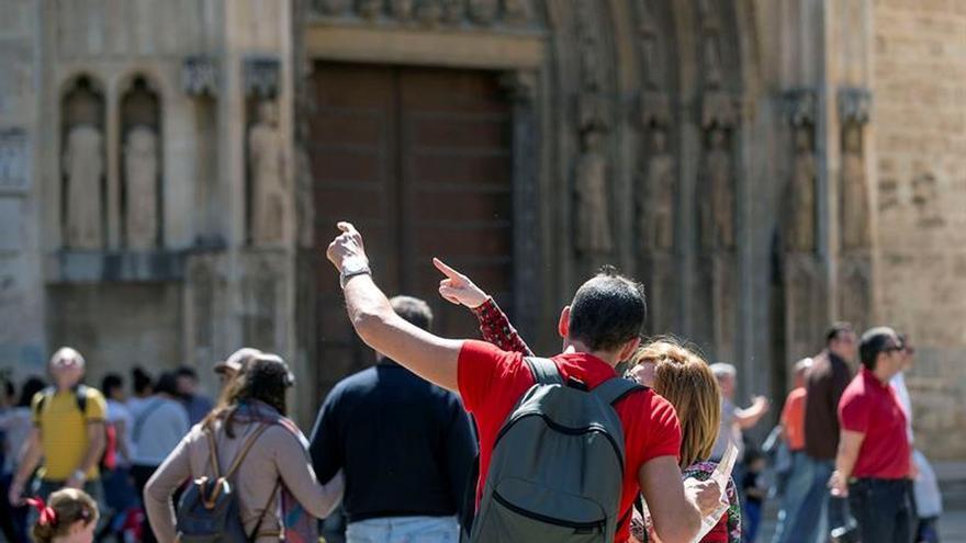 Los turistas extranjeros gastan en España un 7,4 % más en el primer trimestre
