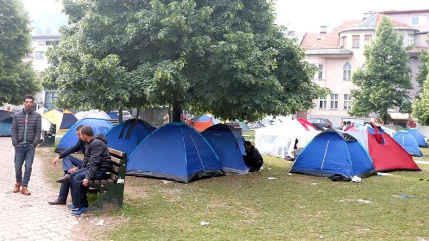 Desmantelan las tiendas de campaña de refugiados e inmigrantes en Sarajevo