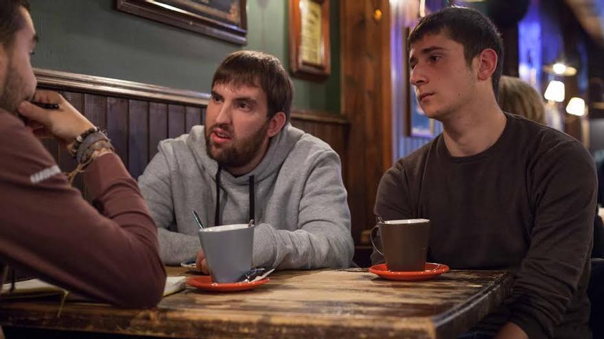Victor Lázaro y Unai Baztán forman parte del Colectivo de Estudiantes Progresistas de Aragón. Foto: Juan Manzanara