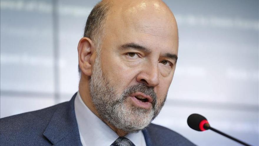 Moscovici niega tratar de interferir en las elecciones españolas con el presupuesto
