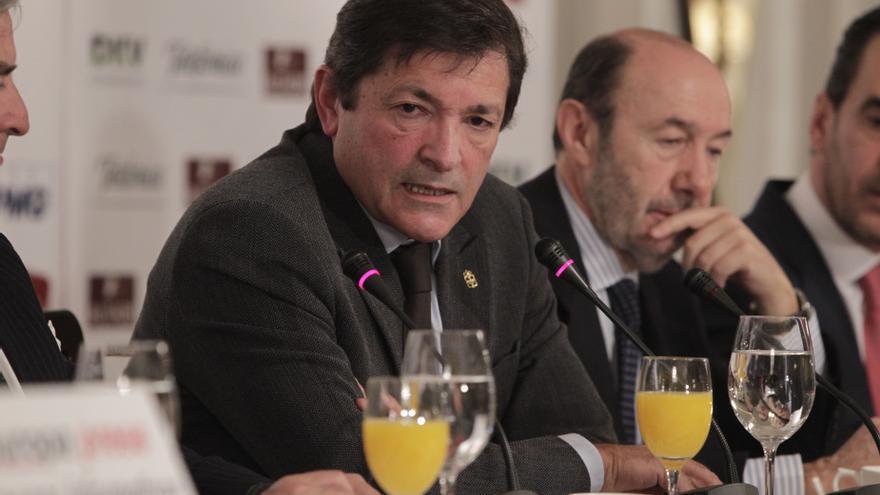 """Javier Fernández ve """"un desatino desde el principio"""" y se pregunta si """"la historia está dando marcha atrás"""""""