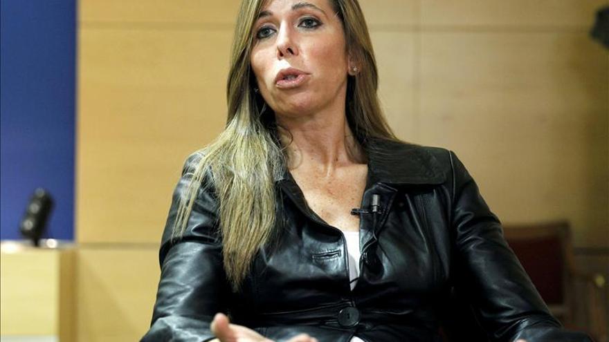 """Sánchez Camacho avisa a Mas que Rajoy no le recibirá """"para hablar de una consulta"""""""