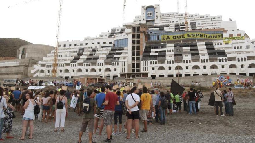 Junta y Estado piden confirmar la anulación de la licencia del Algarrobico