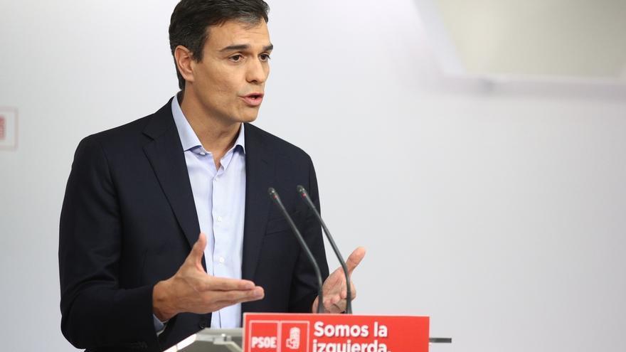 """Pedro Sánchez ve al Rey """"preocupado"""" por Cataluña e insta a Rajoy a ofrecer una sol"""