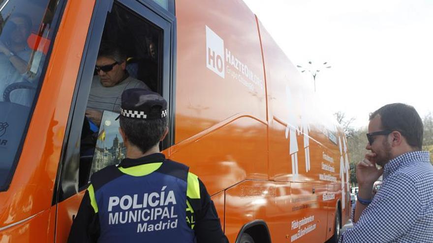 """Hazte Oír pone en marcha su tercer vehículo con un mensaje """"censurado"""""""