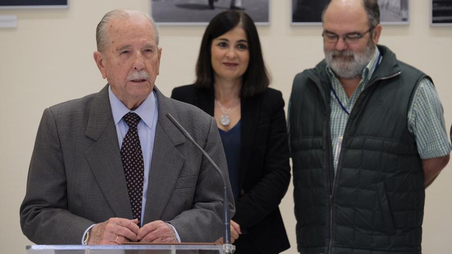Trino Garriga, Carolina Darias y Cristóbal García, en la presentación de esta mañana de martes en la Cámara regional