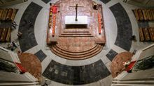 Fotos del interior de la basílica tras la exhumación del dictador.