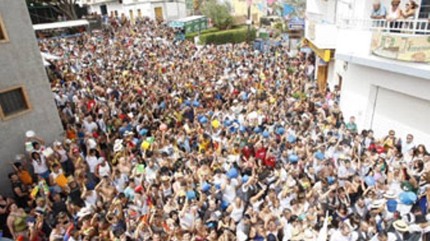 8.000 personas se congregaron este domingo en Lomo Magullo. (ACFI PRESS)