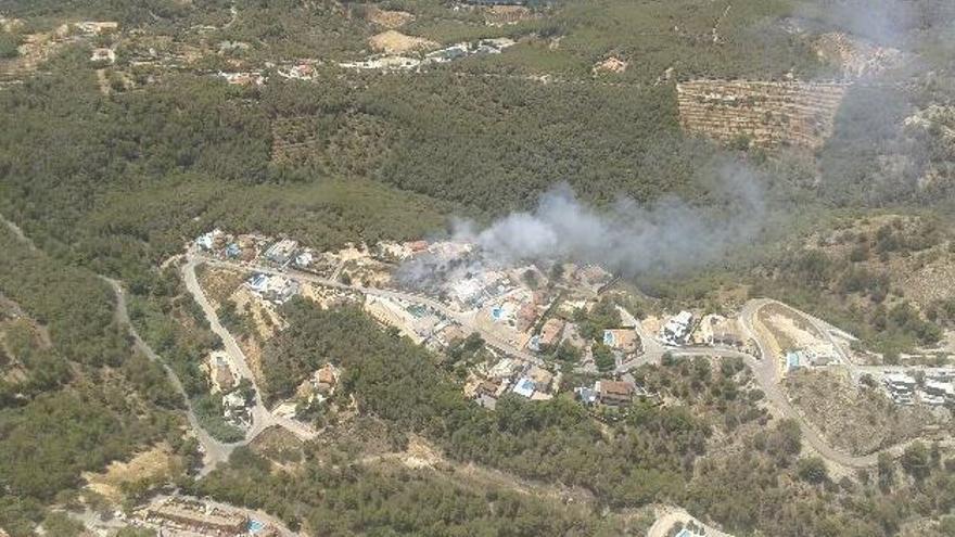 Incendio forestal en la localidad alicantina de Altea