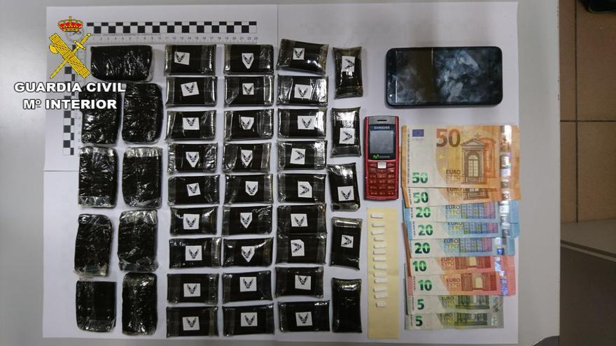 La Guardia Civil desarticula un punto de venta de drogas en Gran Canaria