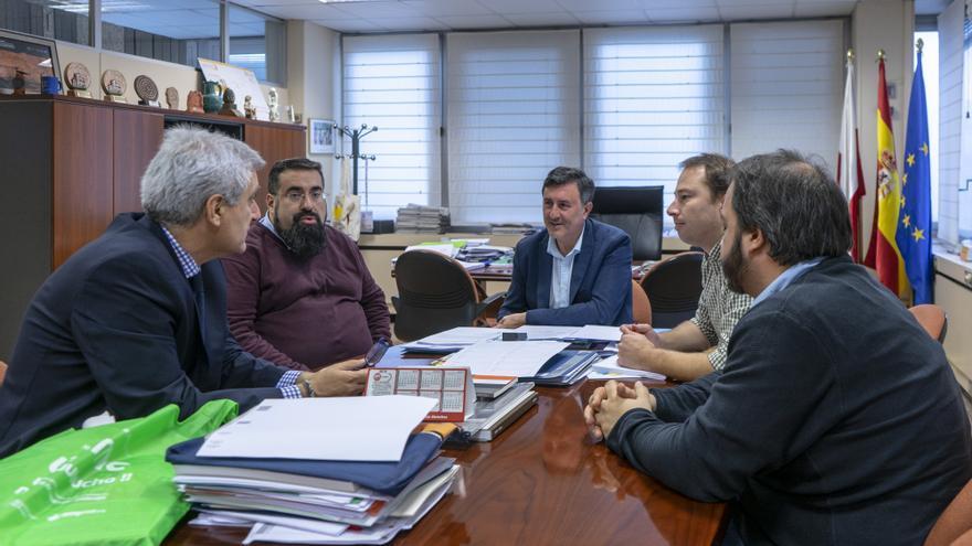 Imagen del encuentro con presidente de la Coordinadora de ONGD de España y presidente de la ONG AMYCOS, Andrés Rodríguez.