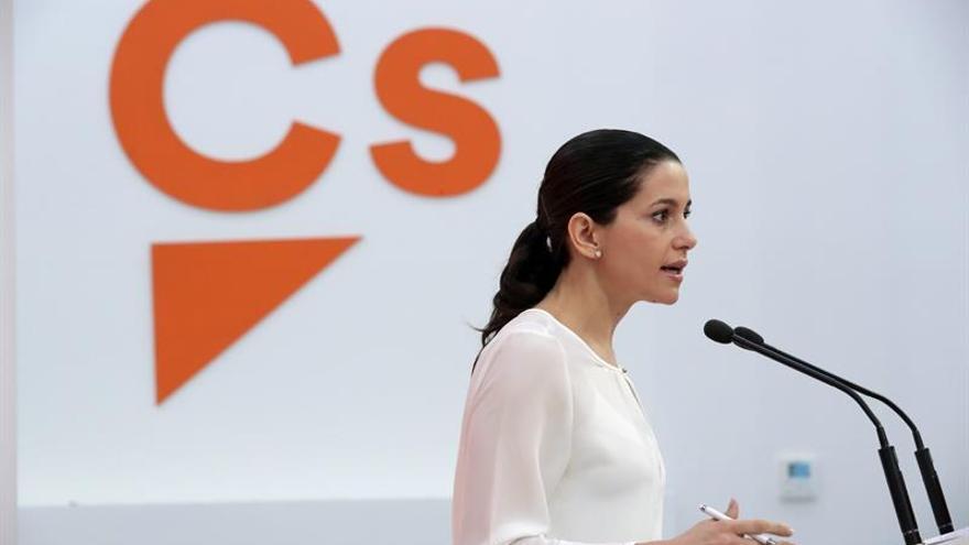 Cs pide elecciones para que los catalanes elijan entre Arrimadas y Junqueras