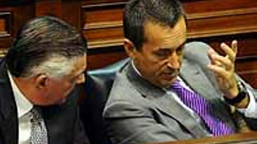 Uno de los fabuladores, este miércoles en el Parlamento.