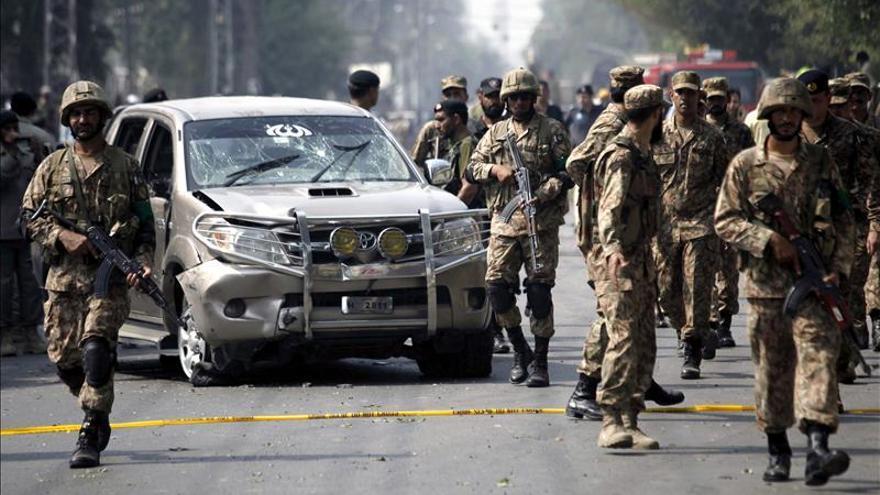 Al menos 48 muertos y 50 heridos en un ataque suicida en Pakistán