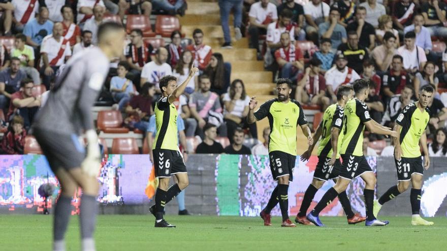 Milla celebra el último gol anotado por el CD Tenerife