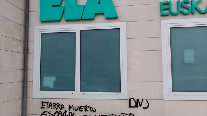 Una de las pintadas denunciadas ante la Policía Foral por el sindicato ELA.