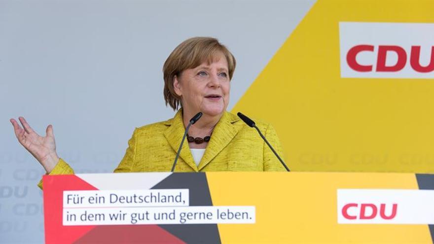 Merkel lidera con claridad las encuestas a dos meses de las elecciones en Alemania