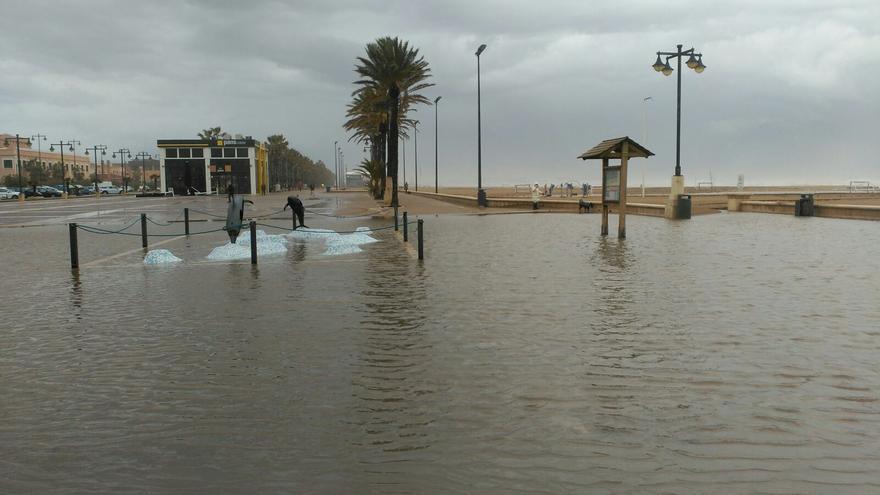 El paseo marítimo de Neptuno completamente inundado