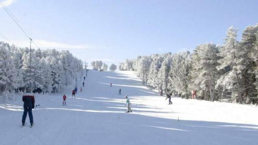 Las estaciones de Javalambre y Valdelinares atraen a numerosos esquiadores de la Comunidad Valenciana.