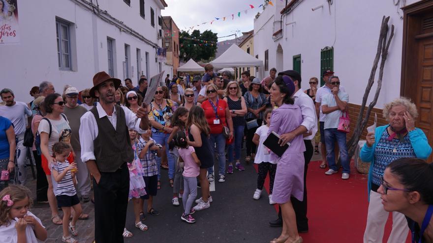 Lleno en las calles del casco antiguo de Arona durante la fiesta de las tradiciones