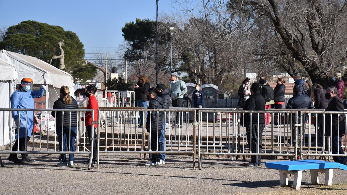 Testeos en Córdoba para detectar y aislar a las personas que mantuvieron contacto con el primer portador de la variante Delta