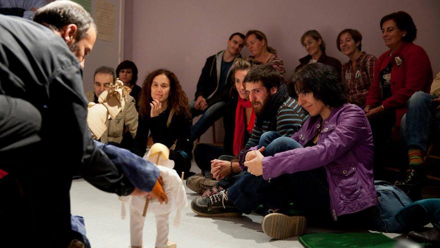 La distancia entre actores y público es mínima. Foto: Javier Broto