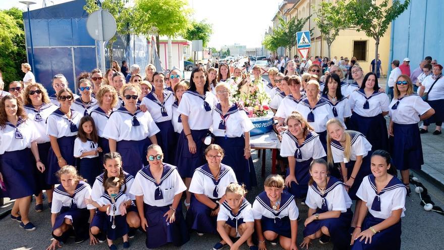 Santander celebra en el Barrio Pesquero una misa y la tradicional procesión en honor a la Virgen del Carmen