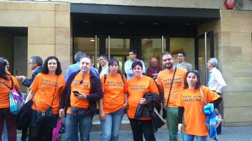 Algunos representantes de la asamblea Tots som Cremona que no pudieron acceder a la presentación del PP en Alaquàs