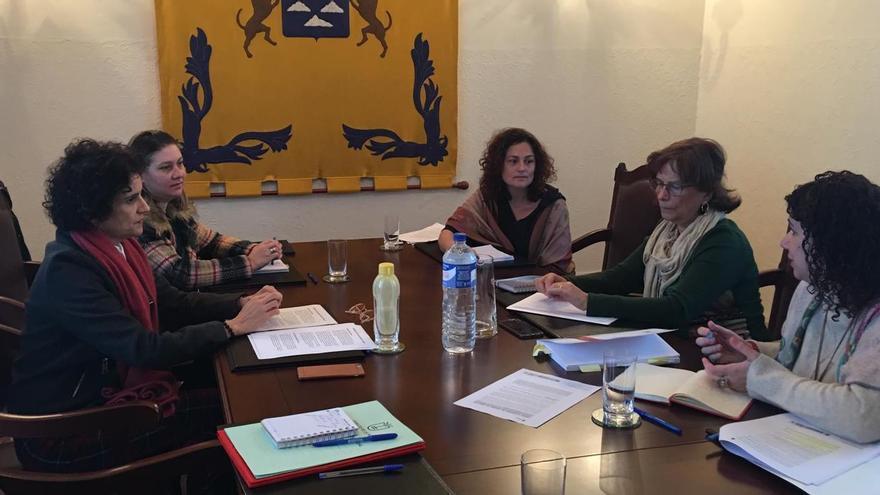 Reunión de Milagros Fuentes con Jovita Monterrey y su equipo.