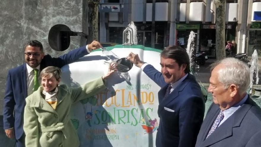 Juan Carlos Suárez-Quiñones presenta en León una campaña para promover el reciclaje.