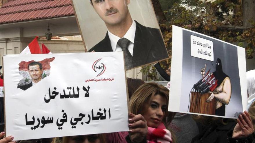 Al Asad aparece en público en una mezquita por una festividad religiosa