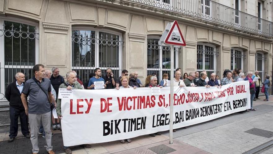 Aprobada la ley vasca que repara y reconoce a víctimas de abusos policiales