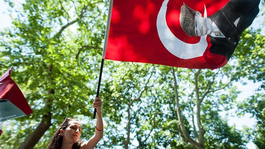 Manifestante en el parque Taksim (3 de junio de 2013). Foto: Mstyslav Chernov