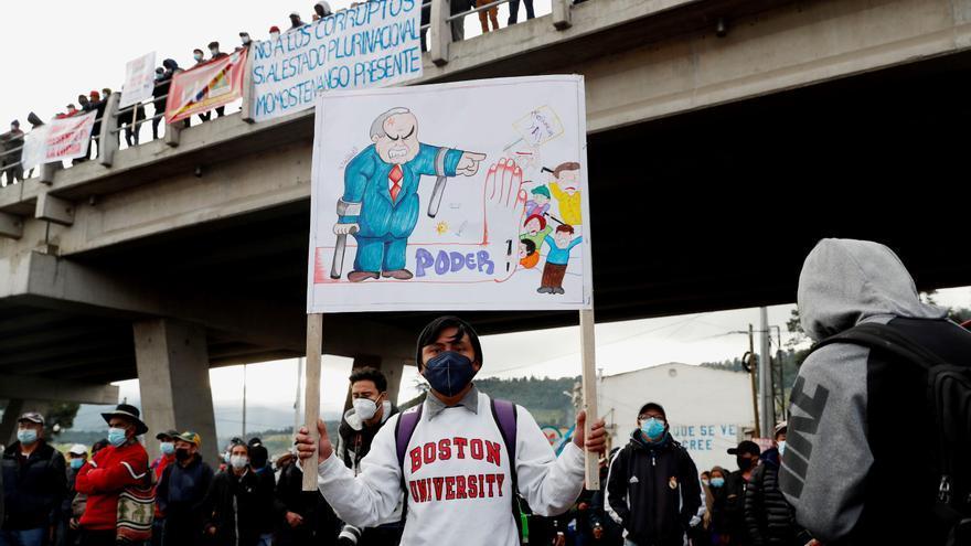 Guatemaltecos mantienen bloqueos para exigir la renuncia del presidente y la fiscal general