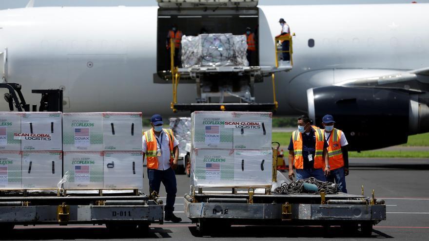 EE.UU. entrega a El Salvador un segundo lote de vacunas Moderna anticovid