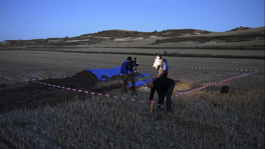 Intervención arqueológica en la fosa común de Cobertelada (Soria). | JULIÁN G. DE LA MATA