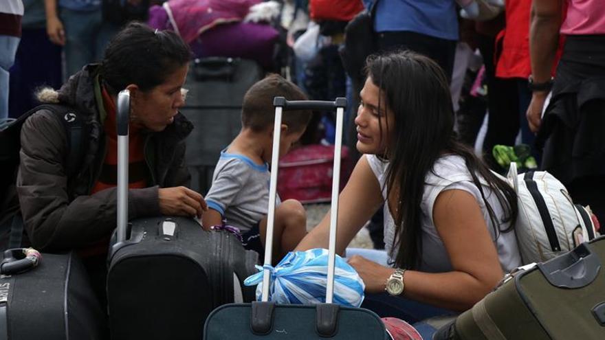 Miles de venezolanos buscan ingresar a Perú a horas de que se les exija visa