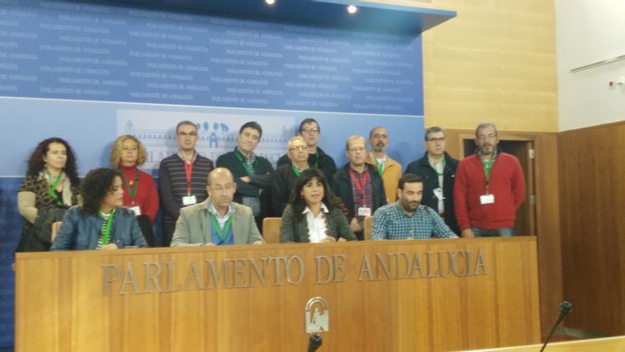 Teresa Rodríguez con los representantes de los principales conflictos laborales de Andalucía.